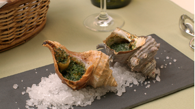 辻調の贅沢酒肴 -つぶ貝のエスカルゴ風